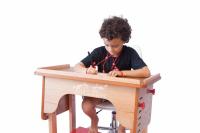 Mesa regulável uso escolar